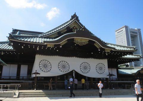 拝殿(左正面)