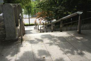 聖橋 北側の階段