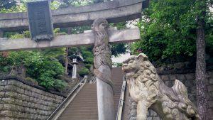 品川神社 双龍鳥居(右)