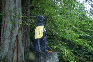 狛犬 青銅鳥居(右)